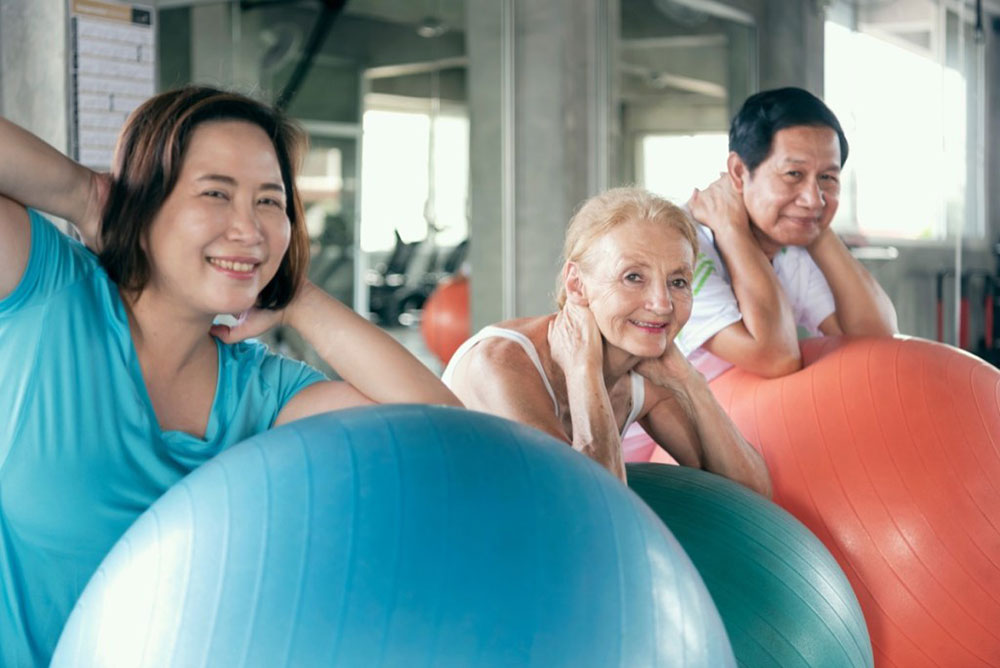 How Much HGH Should I Take Elderly People Expercising with Fitball